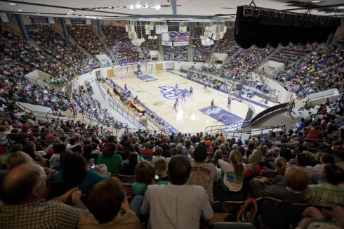 A large crowd last night watched the Globetrotters' 10th appearance – and 33rd in Abilene – since 1952.