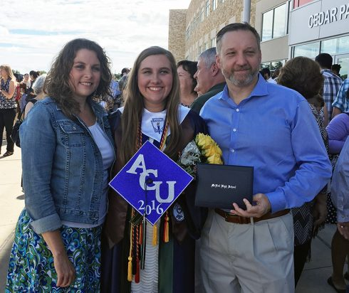 Scott ('91) and Melissa (Buse '91) Warner with daughter Bailey