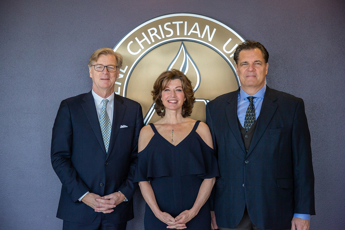 Blanton is joined by his tribute speakers Amy Grant (center) and Stephen Mansfield ('88 M.L.A.).