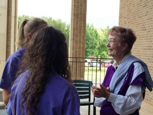 Jozell visiting with incoming freshmen during Wildcat Week