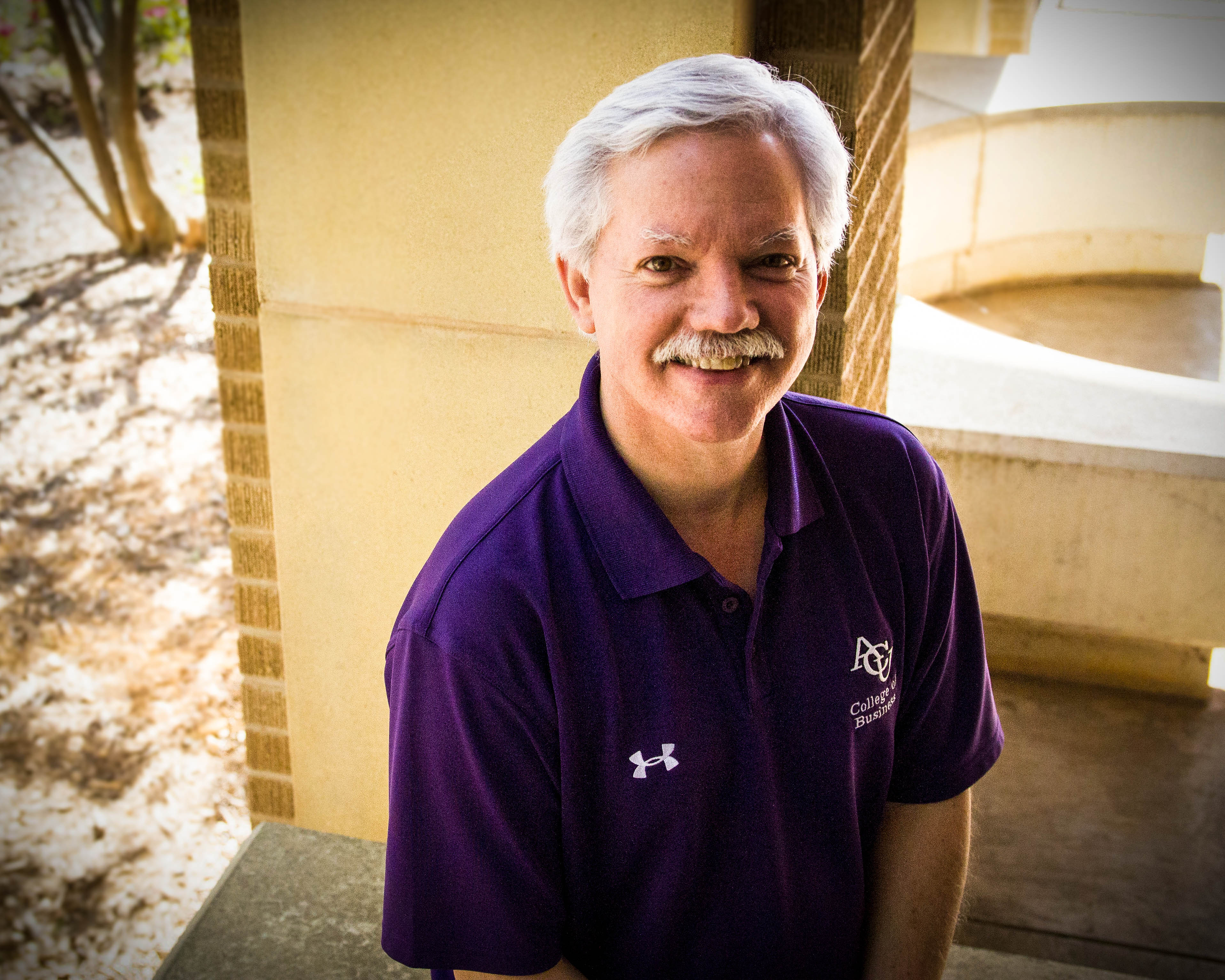 Dr. Monty Lynn Receives Teaching Award